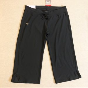 UNDER ARMOUR HeatGear Loose Fit Black Capris Sz M